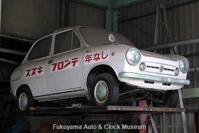 福山市中心部の某自動車店で保存されているスズキ フロンテ360(2代目,LC10,前期型スタンダード?)