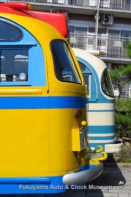 ボンネットバス・日野BA14(1958年式,東浦自動車工業)と日野BH15(1961年式,帝国自動車工業)の後部【クリックで大きく表示】