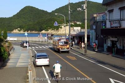 鞆鉄道のボンネットバス・いすゞBX341 福山駅前→鞆の浦・鞆港 運行風景 10月14日16時2分、鞆港停留所付近において【クリックで大きく表示】