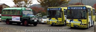 """玉野市コミュニティバス""""シーバス""""とボンネットバス・ニッサンU690との並び【クリックで大きく表示】"""