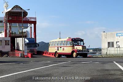 スオーナダフェリーで徳山港へ到着した豊後高田市のボンネットバス・いすゞBX141