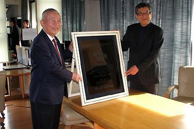 渋谷長寿健康財団の第2回澁谷昇賞を受賞した当館長(左)と同財団の大田代表理事