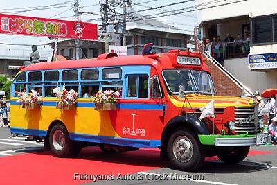 ローズパレード2014に出場したボンネットバス・日野BA14