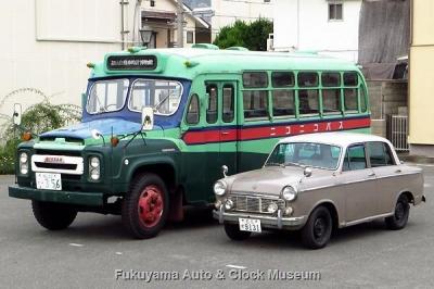 昭和30年代後半製の日産車並び【クリックで大きく表示】