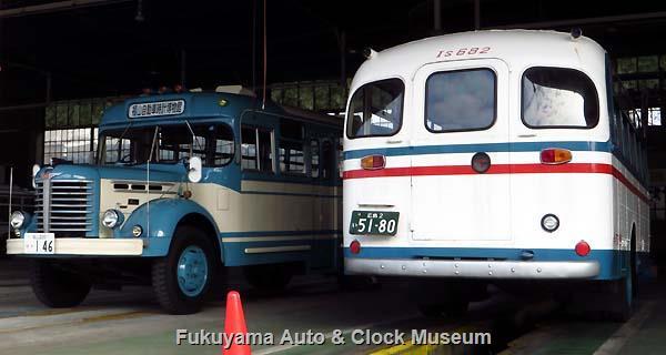 ボンネットバス・日野BH15と呉市のボンネットバス・いすゞBXD30(旧呉市交通局Is682)との並び