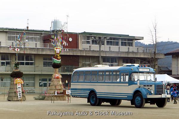 ボンネットバス・日野BH15 in 東学区とんど祭り会場(福山市立東小学校)