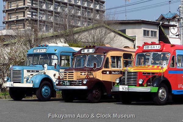 ボンネットバス3台並び
