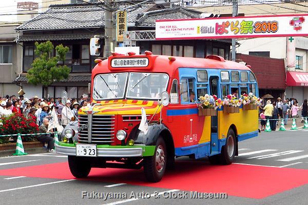 福山ばら祭 ローズパレード2016へ出場したボンネットバス・日野BA14