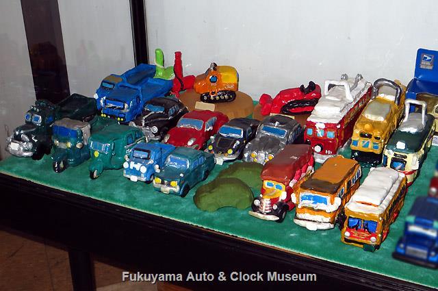 当館で展示開始した吉野弥久氏作・寄贈の紙粘土製模型類