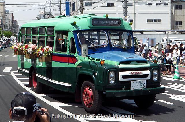第48回ローズパレード2015へ出場したボンネットバス・ニッサンU690