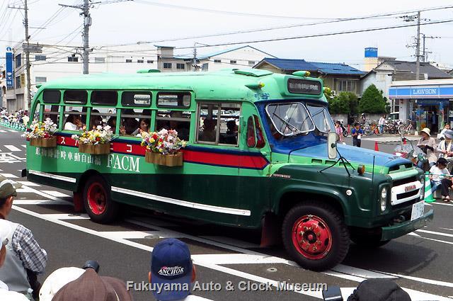 福山ばら祭 ローズパレード2017へ出場したボンネットバス・ニッサンU690
