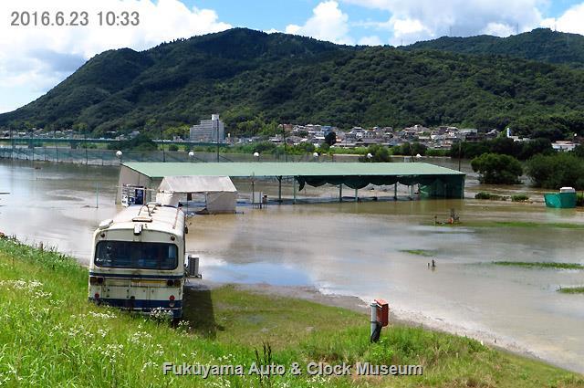 2016年6月23日、芦田川増水による河川敷のゴルフ練習場周辺冠水状況