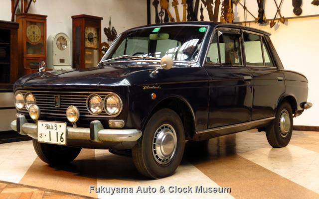 ダットサン P411 ブルーバード 1300 4ドア デラックス(2代目最終型,昭和42年式) 館内展示