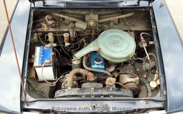 ダットサン P411 ブルーバード 1300 4ドア デラックスのエンジンルーム