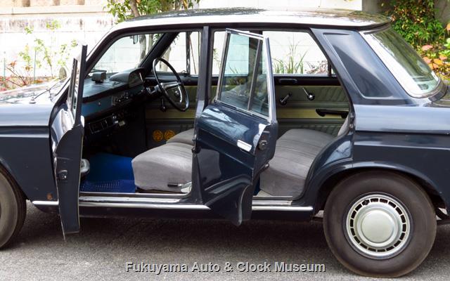 ダットサン P411 ブルーバード 1300 4ドア デラックスの左側ドア開
