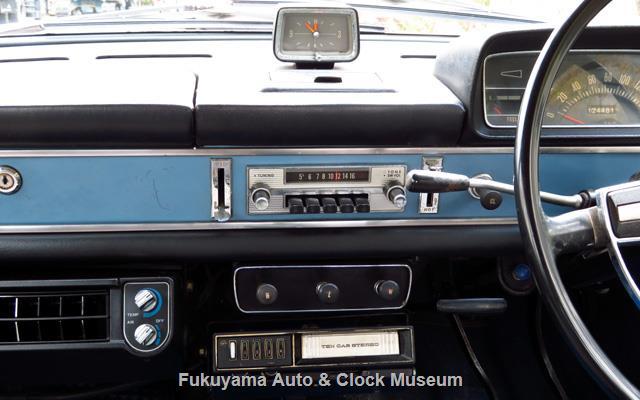 ダットサン P411 ブルーバード 1300 4ドア デラックスの時計・ラジオ・スイッチ・テン カーステレオ・サンデン ロータリー クーラー