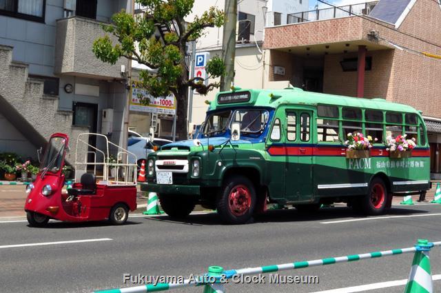 福山ばら祭 ローズパレード2019へ出場したダイハツDBC-1とボンネットバス・ニッサンU690
