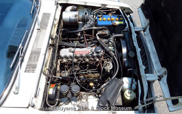 いすゞ K-PAD30V フローリアンバン ディーゼルのエンジンルーム