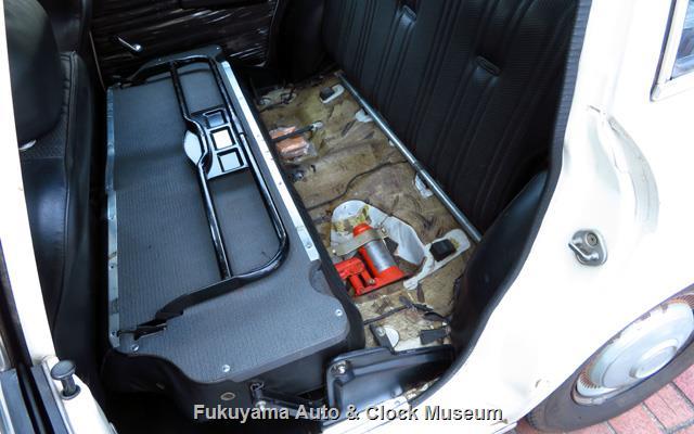 いすゞ K-PAD30V フローリアンバン ディーゼルの後席クッションはね上げ前倒し状況