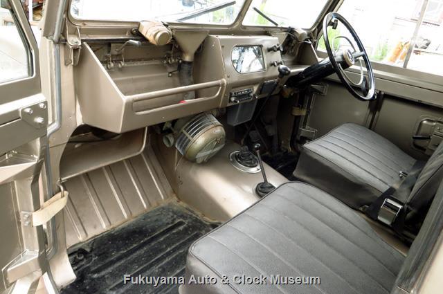 マツダX2000の運転席と助手席
