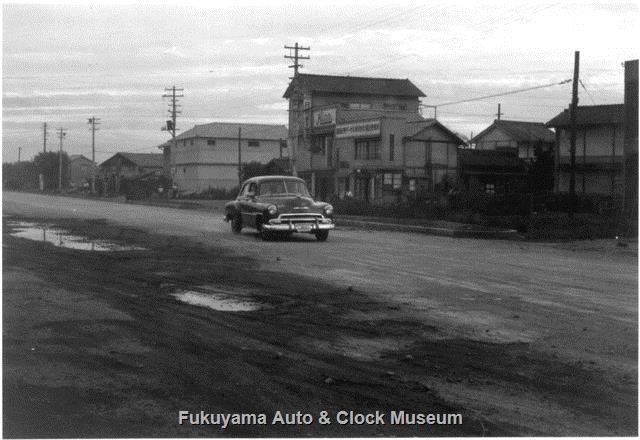 昭和32年 未舗装の国道2号沿い(本庄町)にあった広島日野ヂーゼル福山営業所
