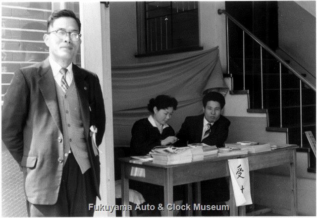 昭和34年 広島トヨペット福山支店 玄関内の階段脇に設けられた受付