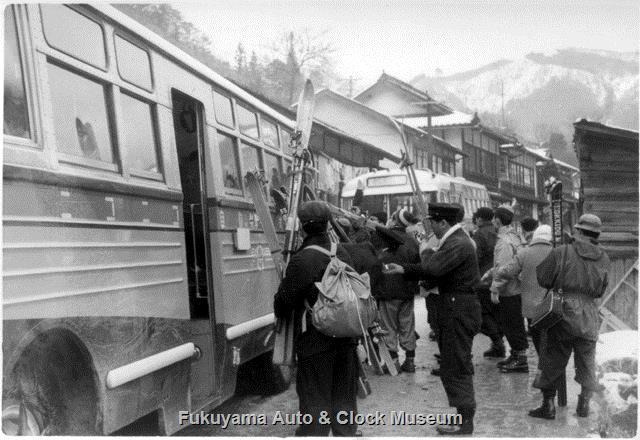 昭和32〜33年 大山スキー場で撮影 ニコニコ自動車 いすゞBA351A/川崎航空機工業 1956〜58年式