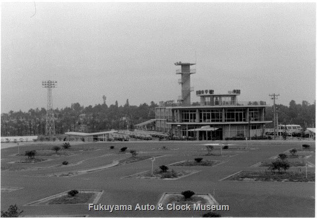 昭和33年8月 中部日本自動車学校 北西側コース脇から南向きの景