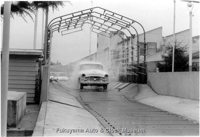 昭和33年8月 トヨタ自動車工業(株)挙母工場 トヨペット クラウン デラックスRSD型 組立完成後のシャワーテスト風景