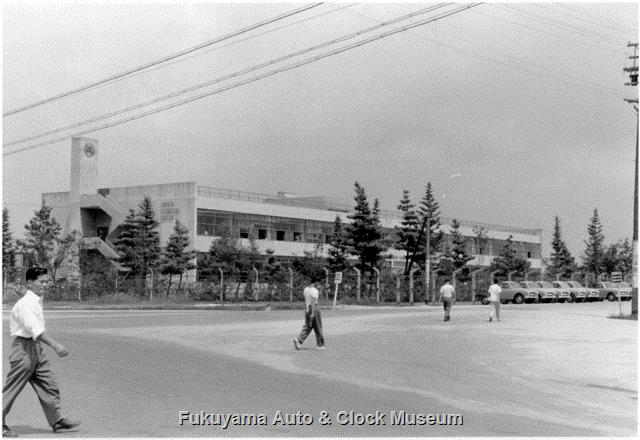 昭和33年8月 トヨタ自動車工業(株)挙母工場東側のテクニカルセンター(技術本館)とモータープール