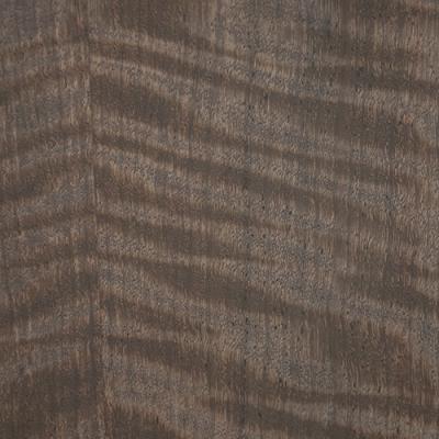 自然染色のツキ板合板「モビンギ」