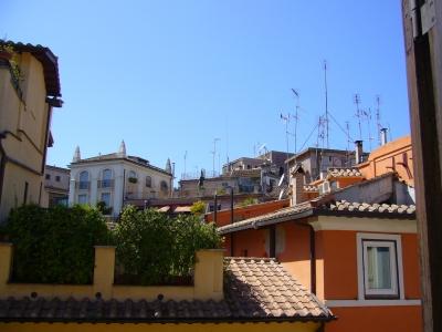 ローマの家の窓から1