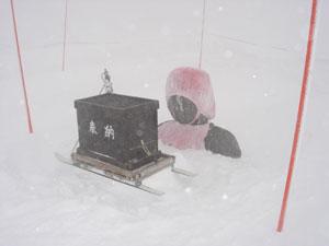 今年の大雪で胸まで埋まったお地蔵様