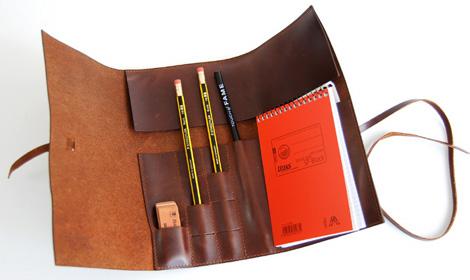 皮革製のアインシュタインノート、ふでばこ、消しゴム