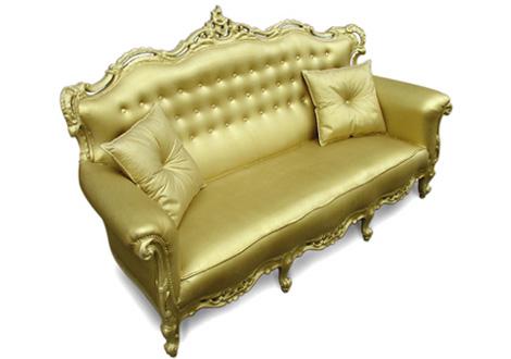 格式高い雰囲気のゴールドのゴシック風ソファ