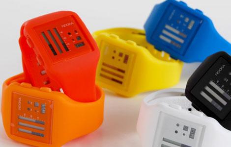 カラーバリエーションは黄・赤など10色以上@ヌーカデジタル時計