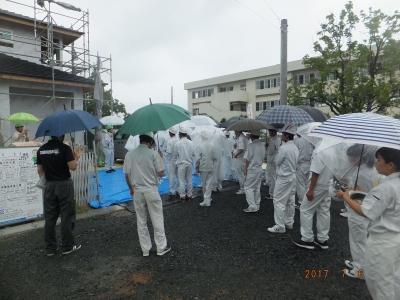 雨の中の現場見学会