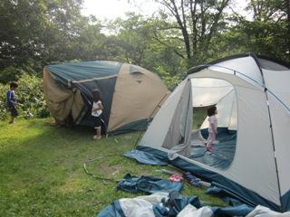 笹ヶ峰キャンプ店と設営風景