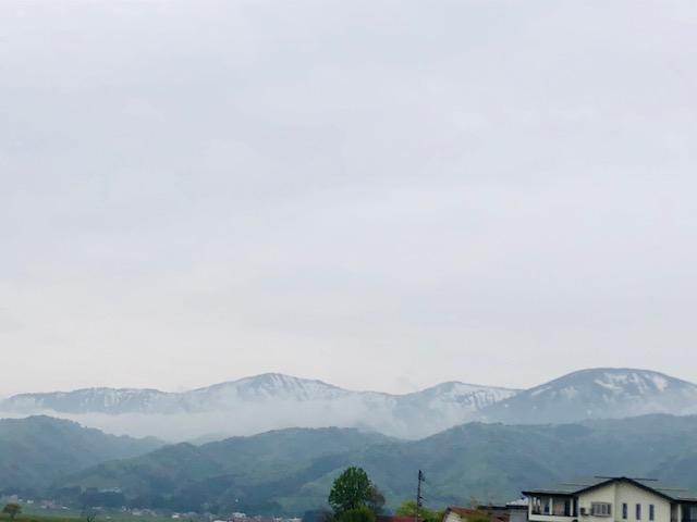 雲がかかる山