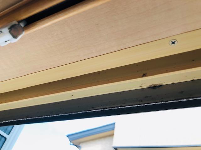 窓枠の掃除