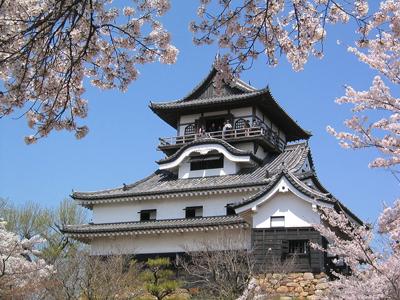 1024px-Castle_in_Inuyama.JPG