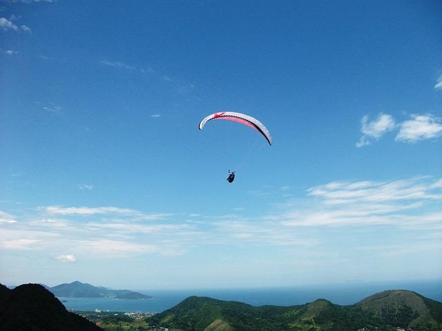 paragliding-20082_640.jpg