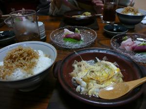 夕食。お吸い物、ちりめんご飯、刺身、はもと松茸の卵とじかなんか(?)あと冷奴は食べた後。