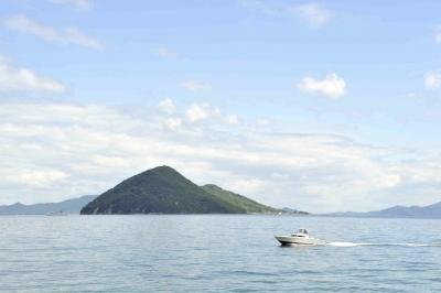 鬼ヶ島とボート接近中