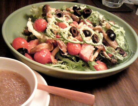 焼きトマトとベーコンのサラダ+maccha
