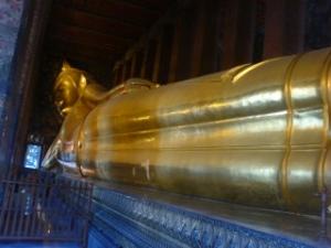 watpoの寝ている仏像