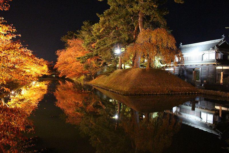 弘前城お堀タイトアップ