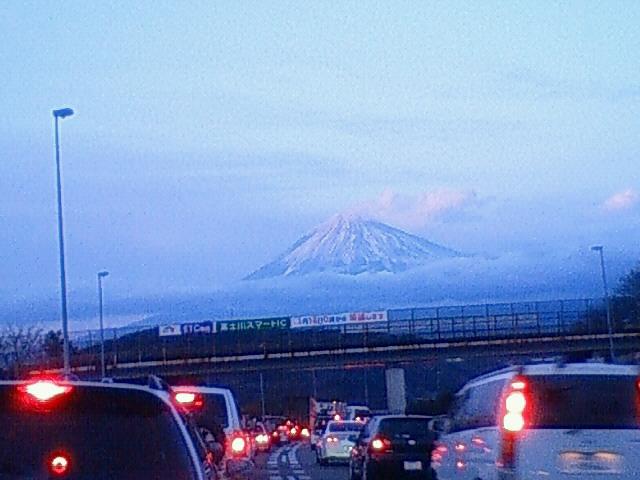 富士は〜日本 い〜ちの〜 やま〜♪