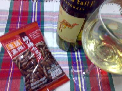 柿の種チョコと白ワイン