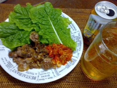 サンチュの豚キムチ巻きとビール